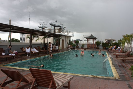Rambuttri Village Inn & Plaza: Rooftop pool at Rambuttri Village Hotel
