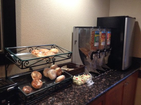 Vancouver, WA: Mini fridge, cereal and bagels