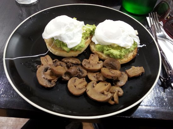 Altona, Австралия: DELICIOUS poached eggs with avo and mushies!