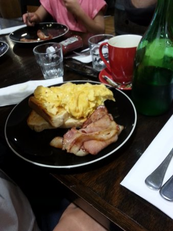Altona, ออสเตรเลีย: The grandchildren ADORED the bacon and eggs the best lol