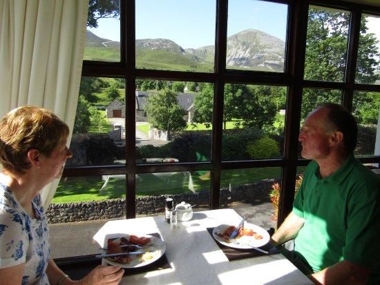 Elmgrove Bed & Breakfast: Breakfast overlooking Croagh Patrick