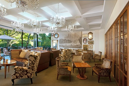 Vineyard Hotel: Garden Lounge