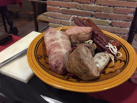 Vilanant, İspanya: tolle Wurstplatte als Vorspeise