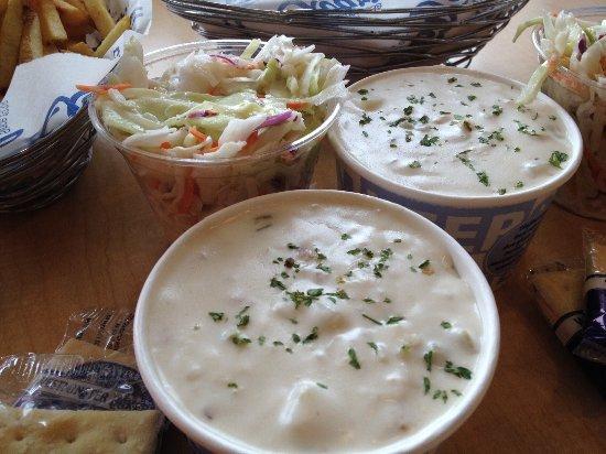 Lakewood, WA: Clam chowder and coleslaw