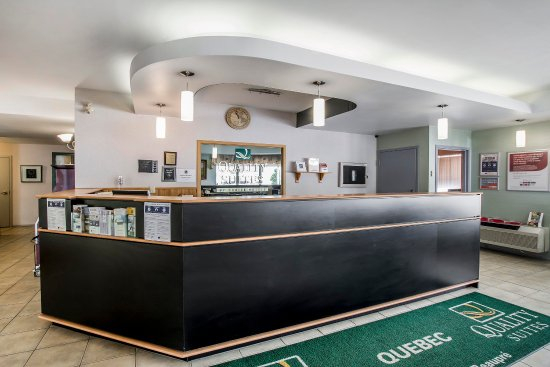 Syracuse Inn and Suites : Front desk