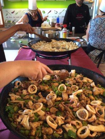 Galilea, İspanya: Préparation des paellas