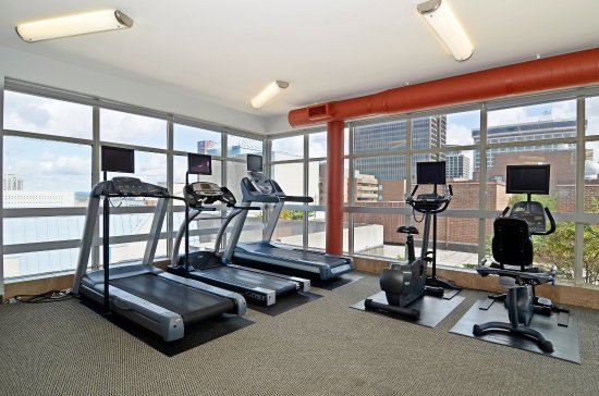 Albert at Bay Suite Hotel: Rooftop Fitness Center