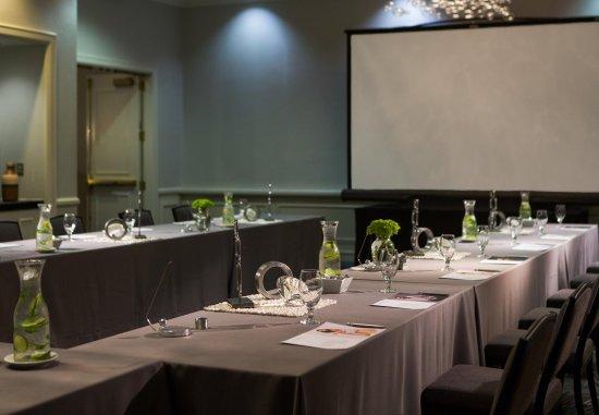Rutherford, NJ: Meeting Room - U-Shape Setup