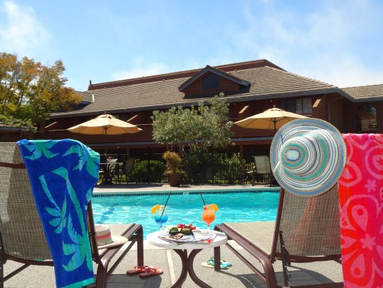 BEST WESTERN Seacliff Inn: Heated Pool