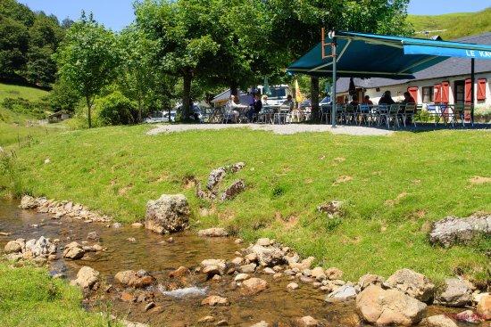Mendive, Francia: situé juste à côté d'une petite riviere