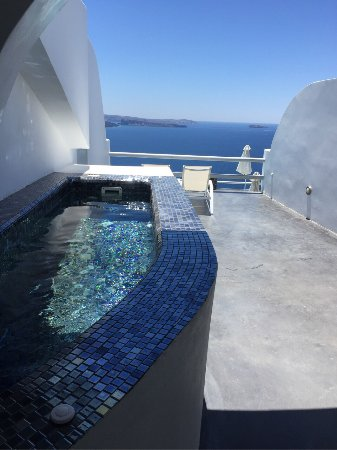Oia Suites: very clean and very beautiful room with a view
