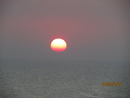 Condotels at One Ocean Place: Sunrise on a cloudy morning