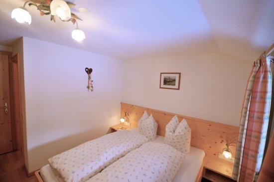 Silbertal, Austria: Doppelzimmer Alpenveilchen