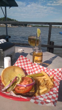 Stumpy's Lakeside Grill: burger and beer