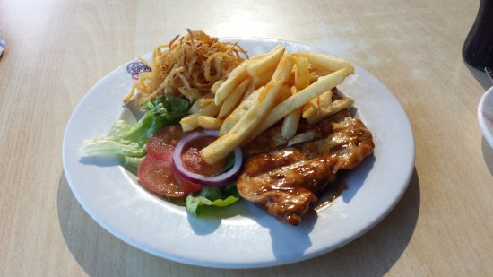 Grilled chicken with chips and fried onion