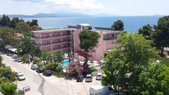 Metamorfosi, Yunanistan: The Hotel