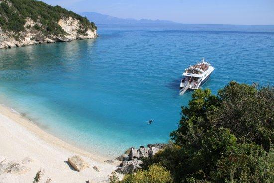 Koroni, กรีซ: Xigia 2 - linker Abschnitt mit Touristenboot