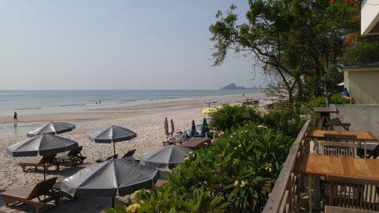 Hua Hin Beach : Пляж, вид из отеля Veranda Lodge