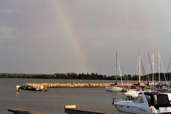 Gull Harbour Marina and Lighthouse Inn : harbour marina with rainbow