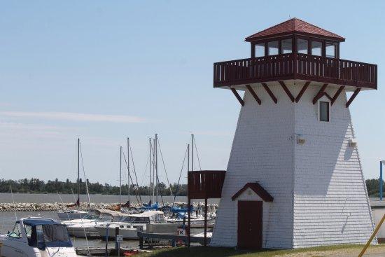 Gull Harbour Marina and Lighthouse Inn: lighthouse and marina