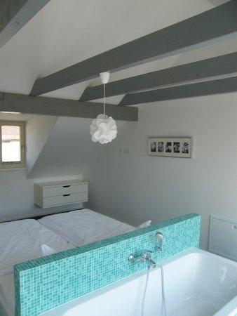 Schlafzimmer Mit Badewanne Apartment 2 Die Moderne Picture Of