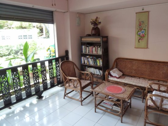 Top Garden Boutique Guesthouse: Library