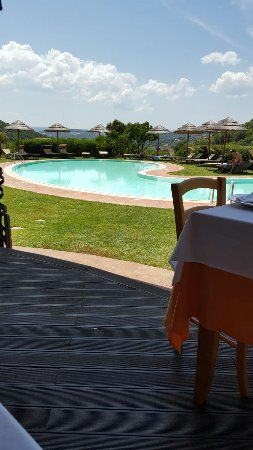 Pranzo vista piscina
