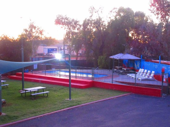 Haven Backpacker Resort: The garden and pool felt like a resort