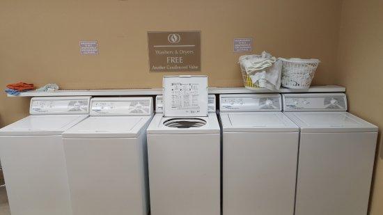 Candlewood Suites Fort Myers Sanibel / Gateway: Laundry