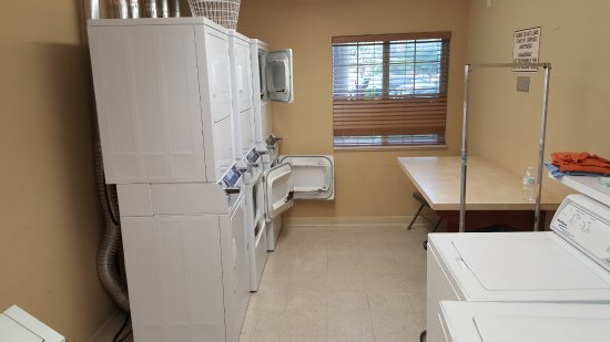 Candlewood Suites Fort Myers Sanibel / Gateway: Laundry