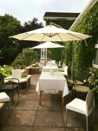 St Kyrans Country House & Restaurant: Outside dining