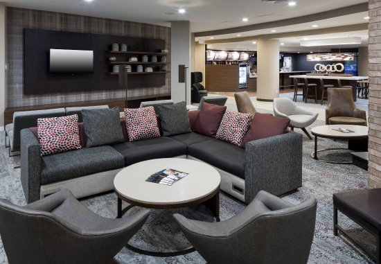 Courtyard Suffolk Chesapeake: Lobby Seating Area
