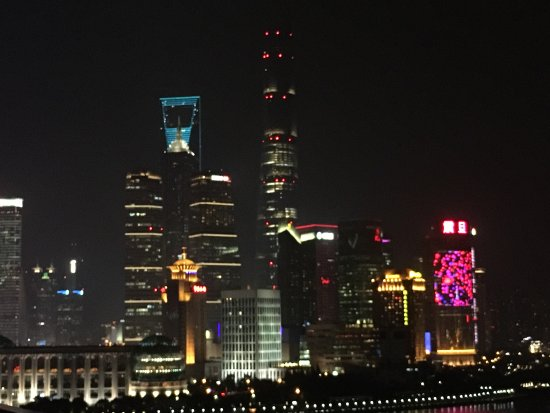 The Peninsula Shanghai: Outstanding location and beautiful room