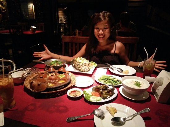 Pan Yaah Thai Restaurant: We enjoyed everything here, dining Thai style seafood with the sound of waves. You must try muss