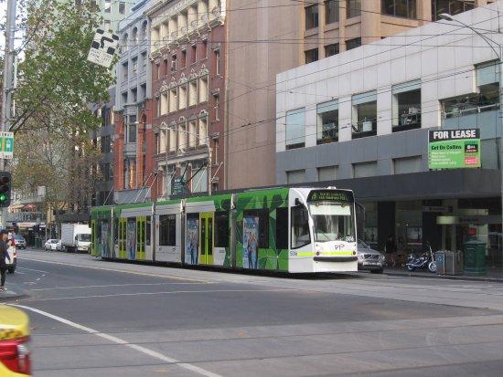 melbourne tram picture of yarra trams melbourne. Black Bedroom Furniture Sets. Home Design Ideas