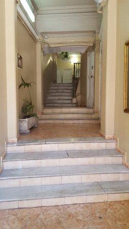 Hostal Orleans: Acceso al hotel