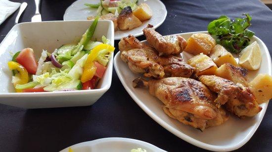 Bedfordshire, UK: Chicken w/ salad