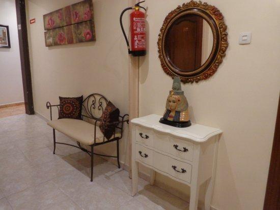 Hostal Orleans: Acceso a la s habitaciones