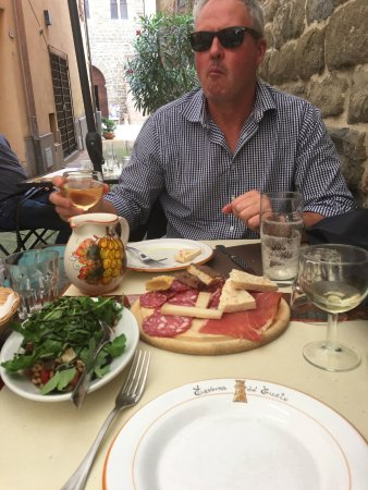 Deruta, Italia: Tasting board of local cheeses and meats with faro salad