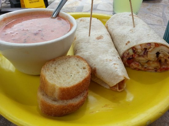 Aberdeen, Dakota del Sud: New on the menu!  Chicken thai wrap and of course their amazing tomato basil soup!