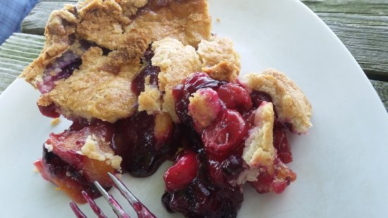Sturgis, MI: Peach blue cherry pie. YUM!