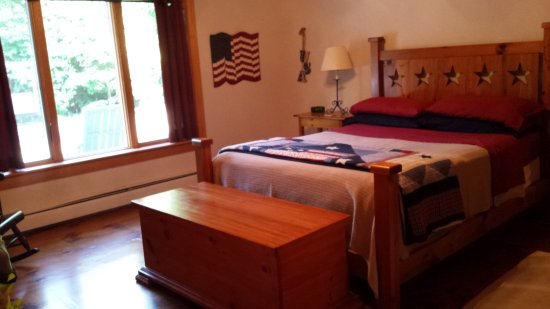 North Bay Bed & Breakfast: Americana Room