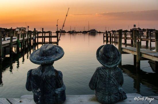 Ocracoke Harbor Inn: Shared dock