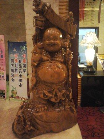 Tangshan, الصين: The happy Buddha!
