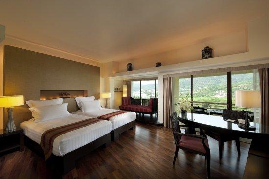 Hilton Phuket Arcadia Resort & Spa: Twin Junior Suite Garden View