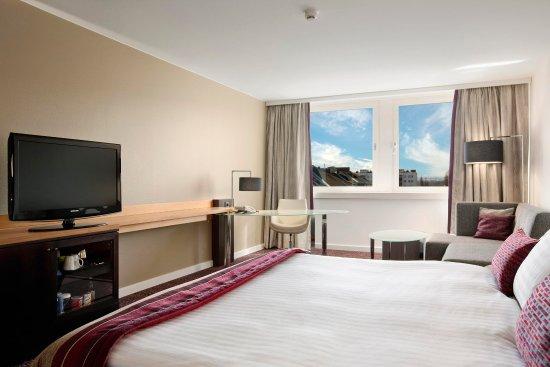 Hilton Vienna Danube Waterfront: King Family room