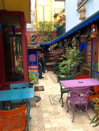 Kybele Hotel: Interior garden, different view
