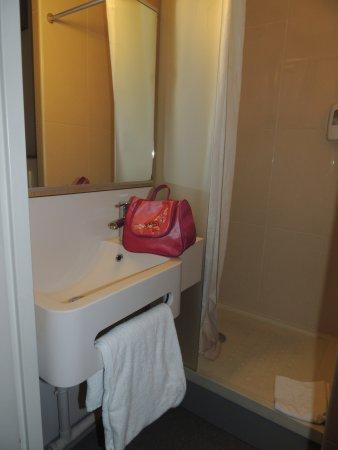 B&B Hotel Paris Saint Denis Pleyel: salle de bain au top