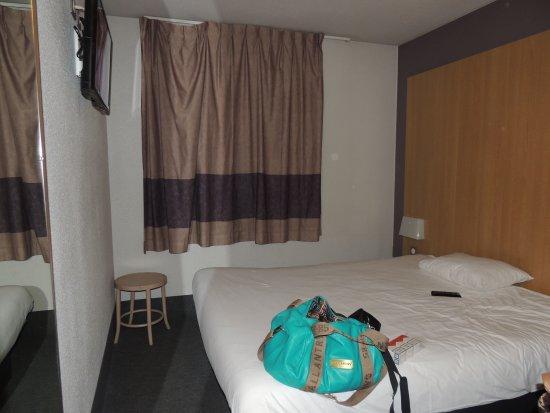 B&B Hotel Paris Saint Denis Pleyel: la chambre avec un grand lit