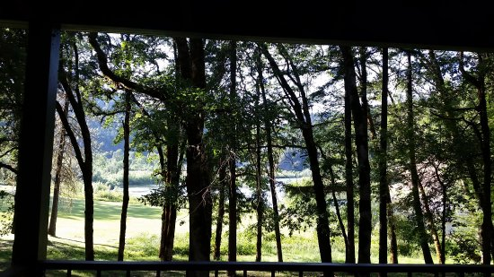 Morrison's Rogue River Lodge: View from cabin deck